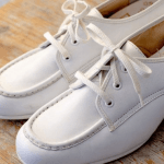 Can nursing shoes have laces?