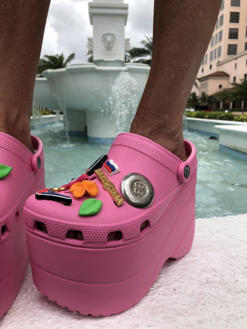 "Kara Alloway on Twitter: ""I hear chefs and surgeons wear @Crocs so ..."